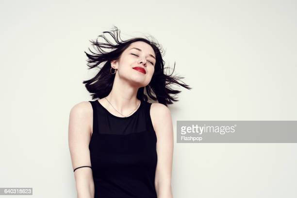 portrait of a carefree young woman - zwart haar stockfoto's en -beelden