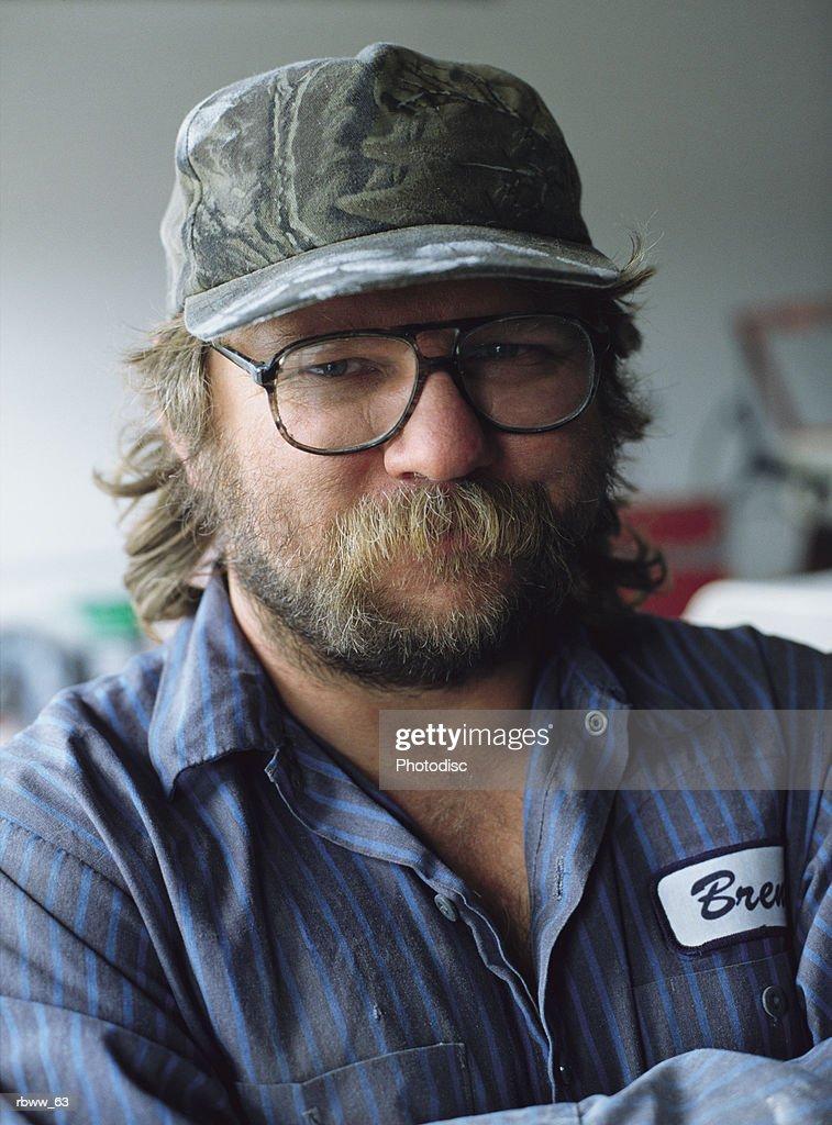 portrait of a caucasian bearded mechanic : Foto de stock