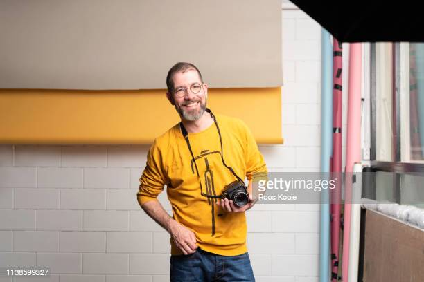 portrait of a caucasian man - fotograf stock-fotos und bilder