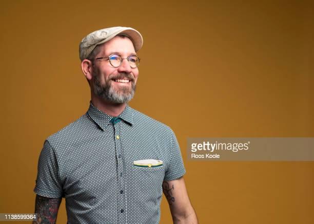 portrait of a caucasian man - wegsehen stock-fotos und bilder
