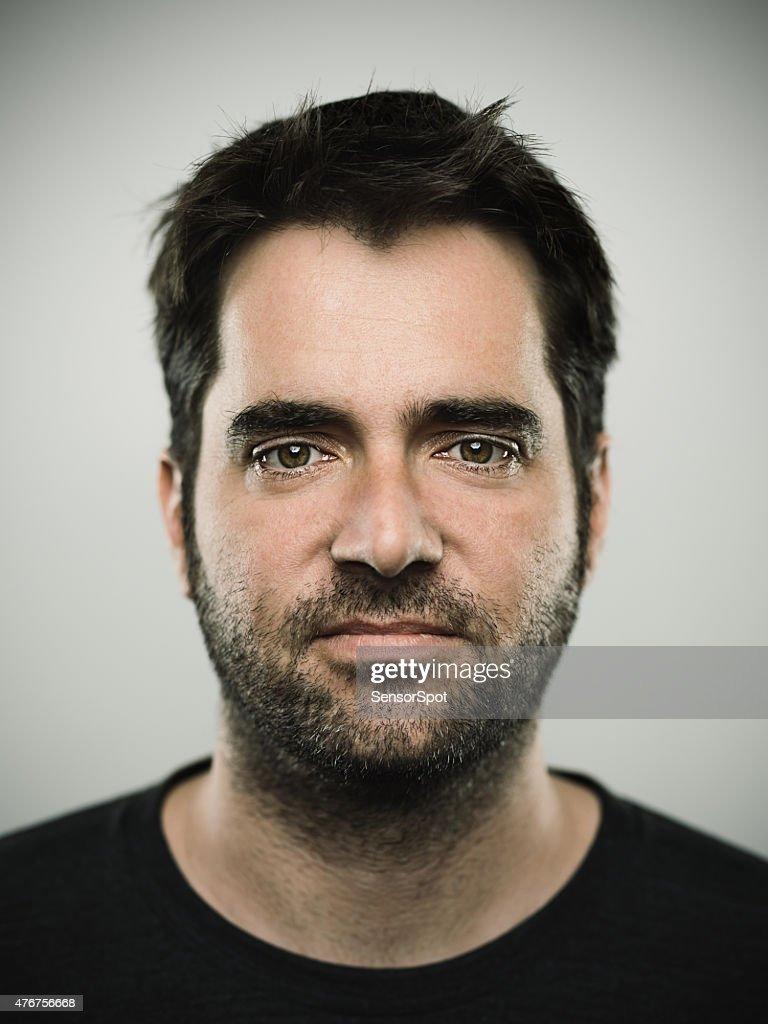 Porträt eines jungen Mannes mit weißer Hautfarbe real : Stock-Foto