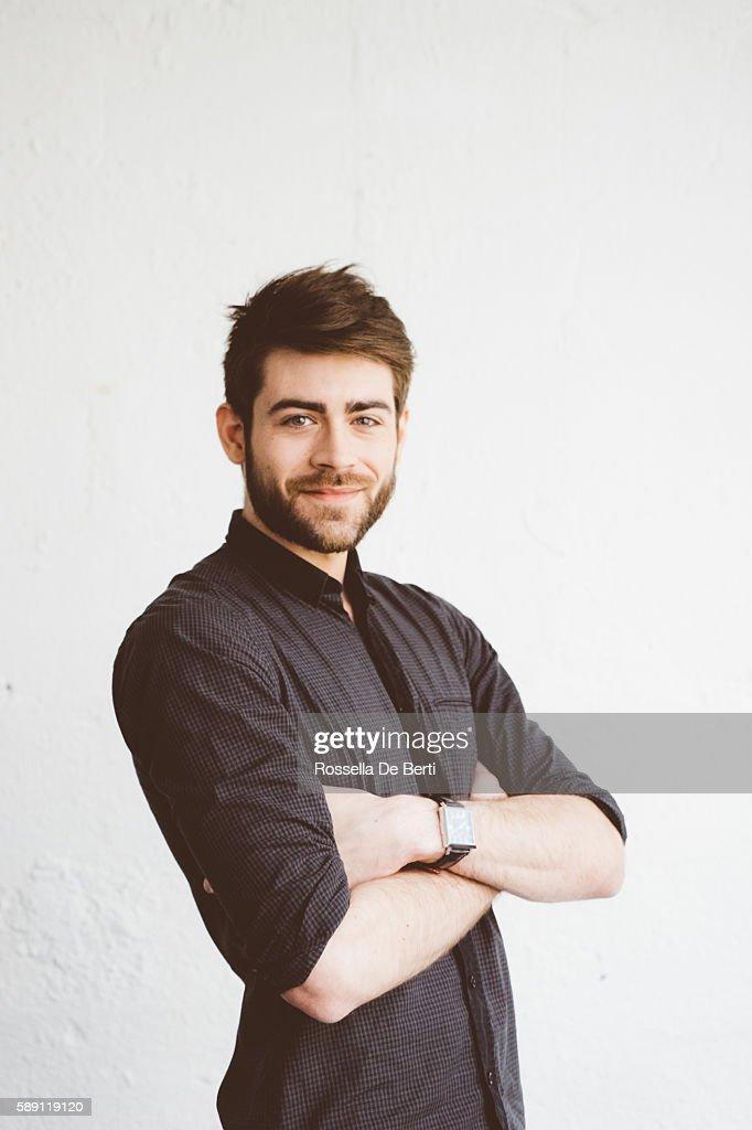 Portrait d'une joyeuse jeune homme : Photo