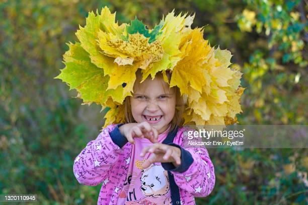 portrait of a child with a wreath of flowers on his head - ニジニ・ノヴゴロド州 ストックフォトと画像