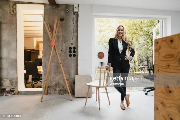 portrait of a confident blond young businesswoman - directrice photos et images de collection