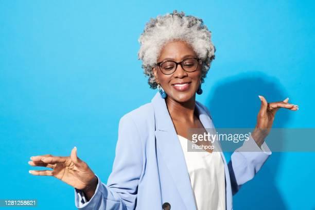 portrait of a confident, successful, happy mature woman - disruptaging foto e immagini stock