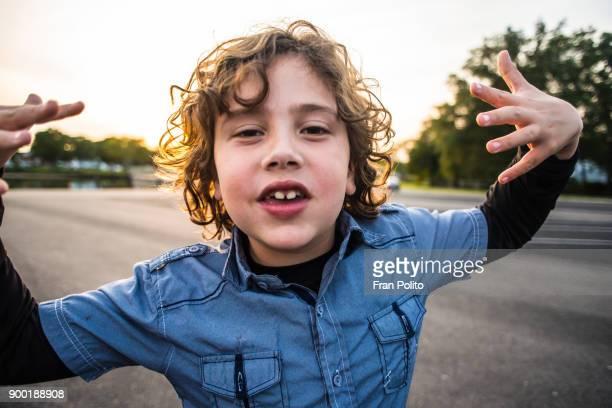 portrait of a confident young boy. - alleen één jongen stockfoto's en -beelden