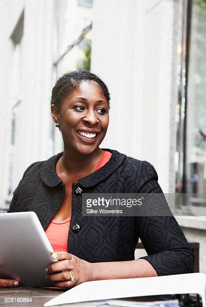 portrait of a content afro-american businesswoman working on her tablet pc - nigeria photos et images de collection