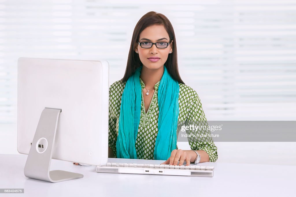 Portrait of a corporate woman : Stock Photo
