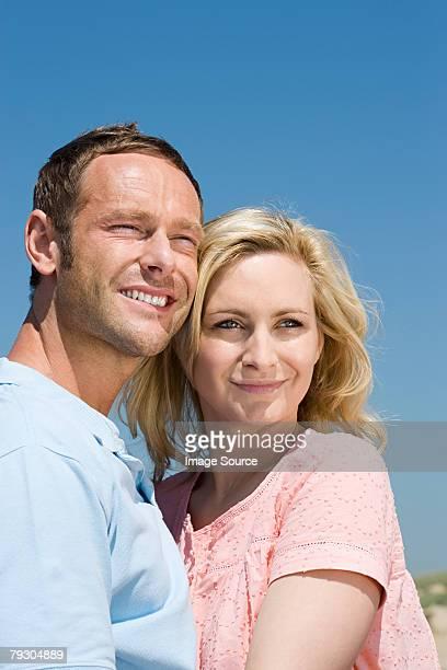 portrait of a couple - 30 39 jaar stockfoto's en -beelden