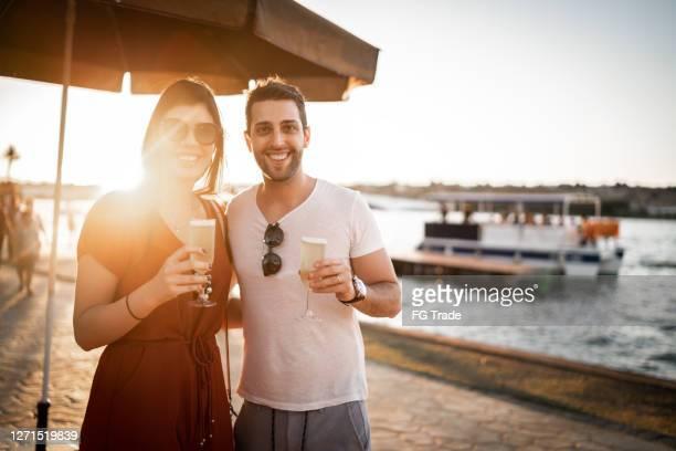 porträtt av ett par rosta en champagne under en resa - brasilia bildbanksfoton och bilder