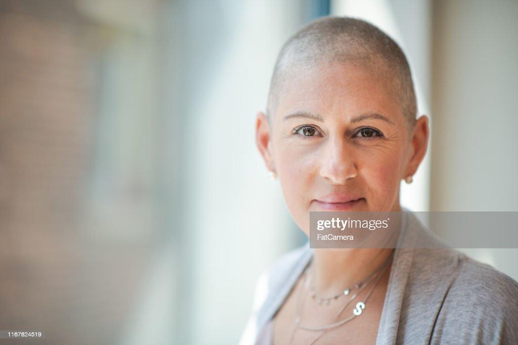 がんを持つ勇敢な女性の肖像 : ストックフォト