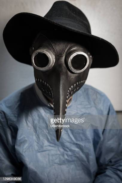 portrait of a doctor wearing a ppe and a retro mask that was worn during the bubonic plague - headwear stock pictures, royalty-free photos & images