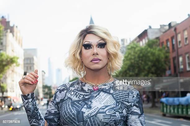 portrait of a drag queen - crossdresser fotografías e imágenes de stock