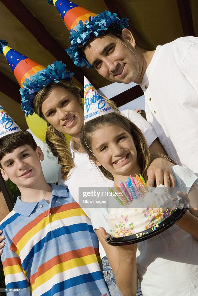 Portrait of a family celebrating a birthday party : Foto de stock