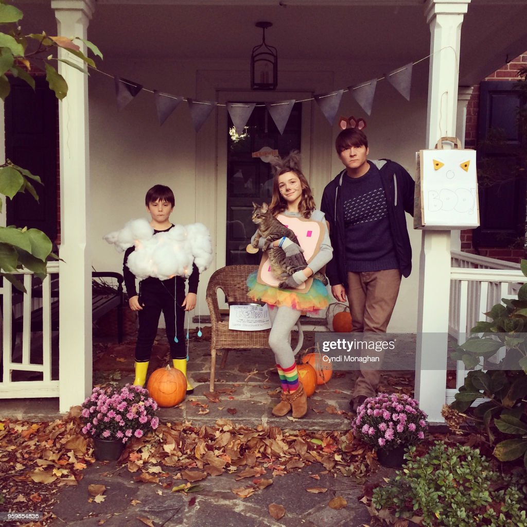 Portrait of a Family Dressed Up for Halloween : Stock-Foto