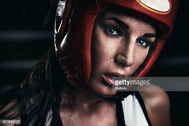 retrato de uma mulher pugilista - boxe esporte - fotografias e filmes do acervo