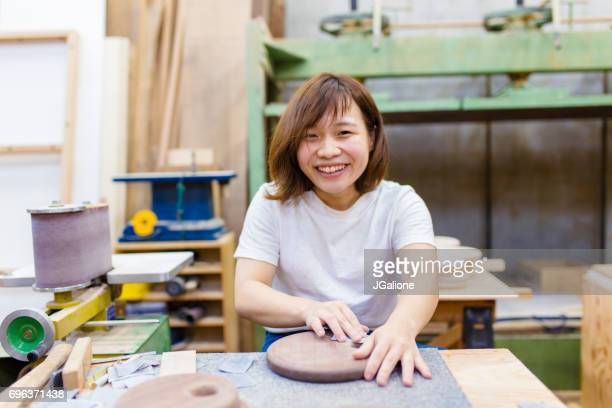 彼女のワーク ショップでの女性職人の肖像画