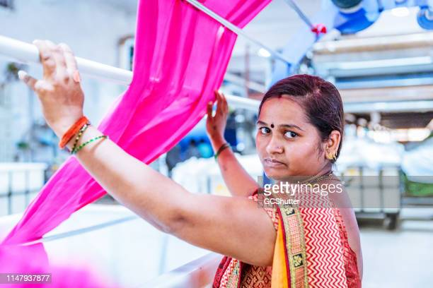portrait of a female indian factory worker - fábrica têxtil imagens e fotografias de stock