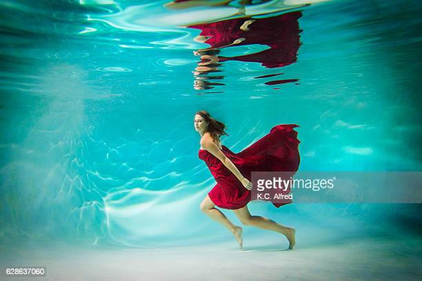 portrait of a female model underwater in a swimming pool in san diego, california. - kids swimsuit models stock pictures, royalty-free photos & images