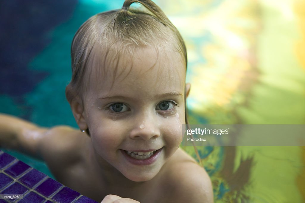 Portrait of a girl in a swimming pool : Stockfoto