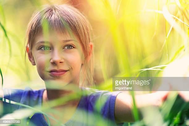 Retrato de una chica en hierba