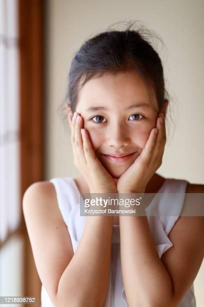 portrait of a girl - 16:9 ストックフォトと画像