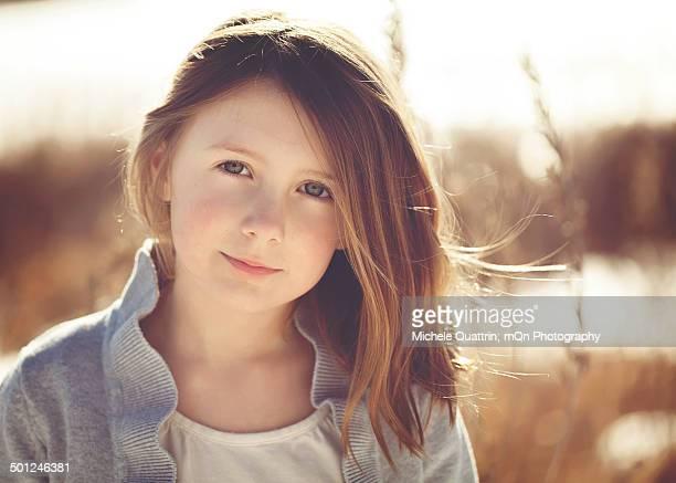 portrait of a girl - col rond encolure photos et images de collection
