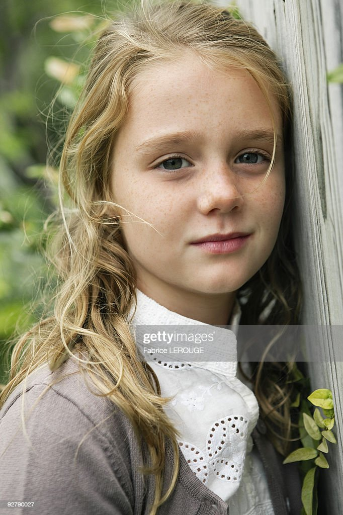 portrait of a girl thinking ストックフォト getty images
