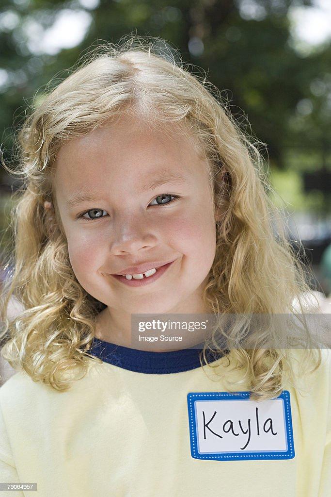 少女のポートレート、ネームタグ : ストックフォト