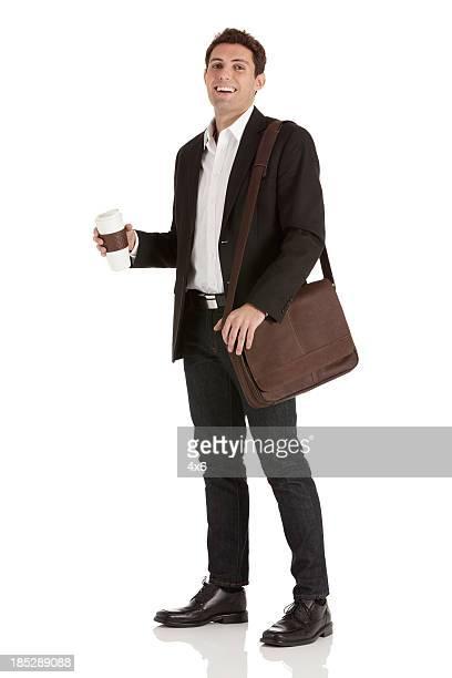 Portrait de l'heureux Homme d'affaires avec café