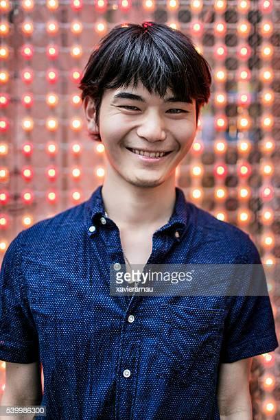 の肖像、ハッピーな日本若い男性