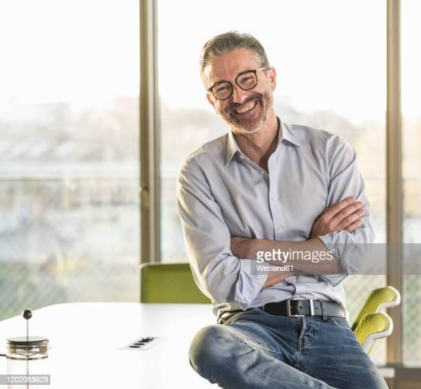 portrait of a happy mature businessman in office - oberhemd stock-fotos und bilder