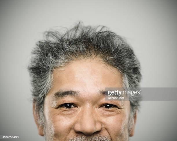 Porträt einer glücklich echten japanischen Mann mit grauen Haaren.