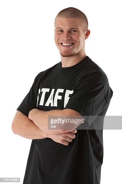 portrait of a happy security guard with his arms crossed - alleen jonge mannen stockfoto's en -beelden