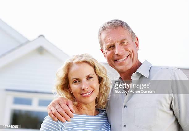 ポートレート、ハッピーな年配のカップル