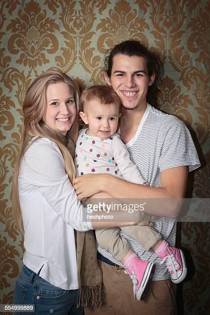 portrait of a happy young family - heshphoto - fotografias e filmes do acervo