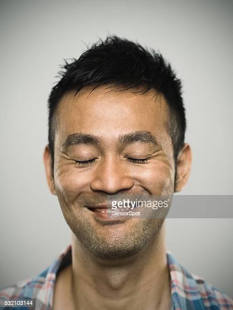 ポートレートの幸せな若い男性