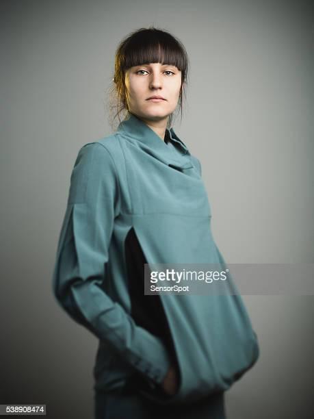 retrato de uma jovem mulher feliz - 20 24 anos imagens e fotografias de stock