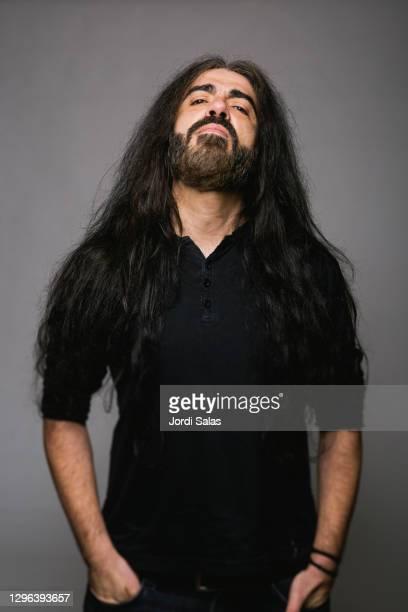 portrait of a heavy metal adult man - heavy metal stock-fotos und bilder
