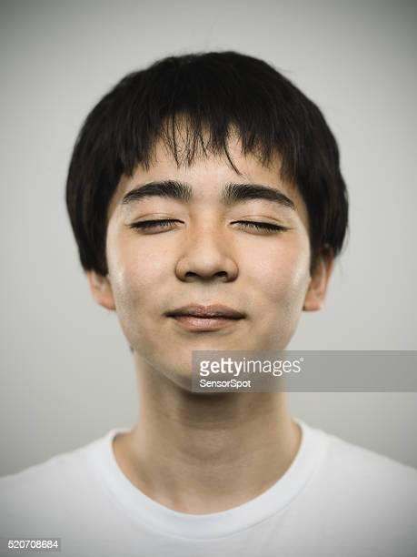 の肖像、日本のティーン目に閉鎖いたします。 - 目を閉じた ストックフォトと画像