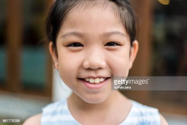 retrato de uma menina chinesa, olhando para a câmera - etnia oriental - fotografias e filmes do acervo