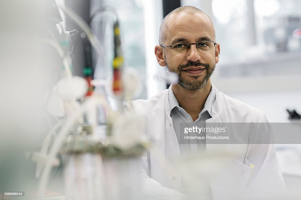 Portrait of a male scientist inside a laboratory : Stock-Foto