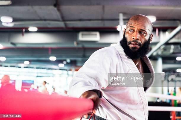 retrato de un soporte de cinturón negro de artes marciales - países del golfo fotografías e imágenes de stock