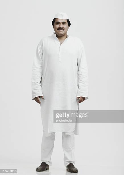 portrait of a mature man - indischer politiker stock-fotos und bilder
