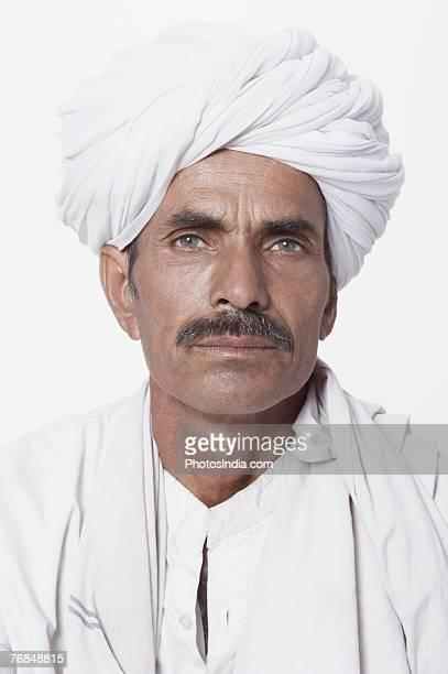 portrait of a mature man - solo un uomo maturo foto e immagini stock
