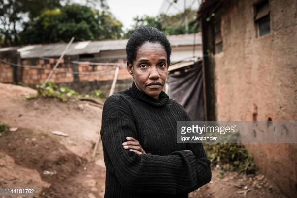 portrait of a mature woman in her neighborhood - poor africans stock pictures, royalty-free photos & images