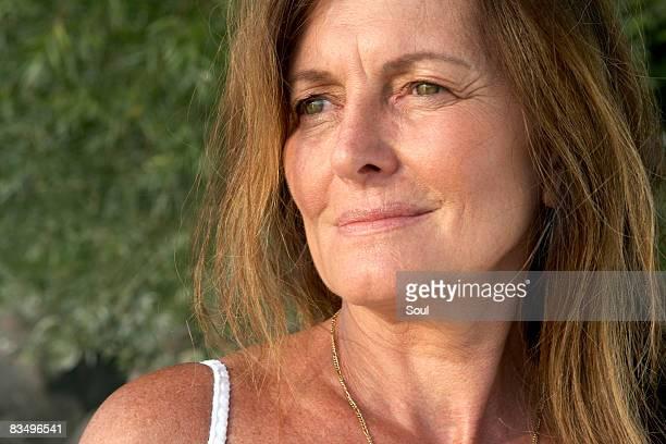retrato de uma mulher madura - 55 59 anos - fotografias e filmes do acervo