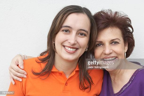 portrait of a mature woman with her mother - vestido roxo - fotografias e filmes do acervo