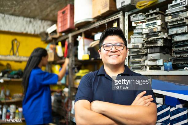 portrait of a mechanic working in a auto repair shop - vehicle part stock pictures, royalty-free photos & images