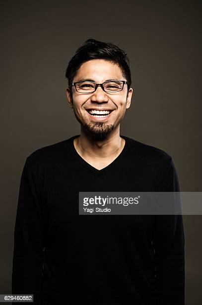 portrait of a mid adult japanese man - aziatische etniciteit stockfoto's en -beelden